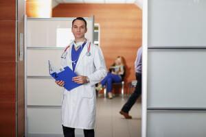 Chirurgo plastico in ufficio